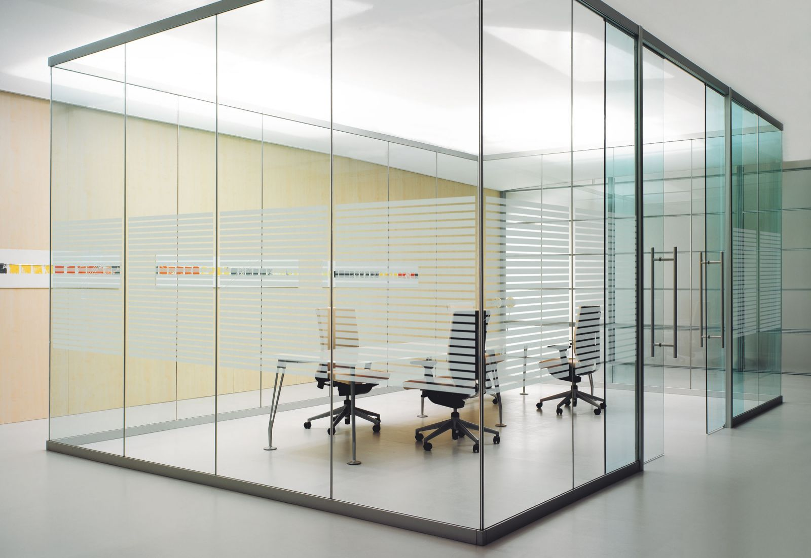 Vách ngăn văn phòng bằng kính cường lực cao cấp Quận 5