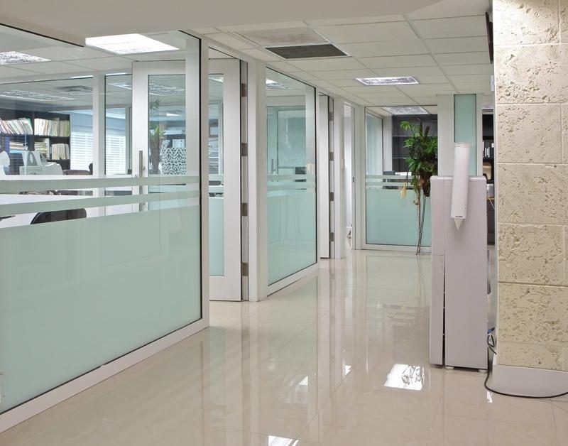 Vách kính ngăn phòng Quận Bình Tân