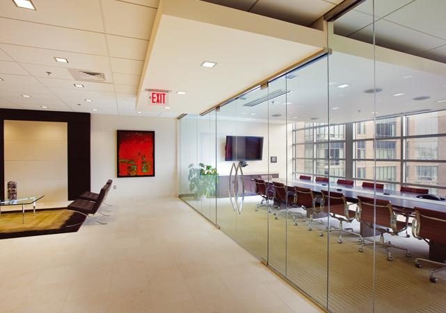 Thiết kế vách kính văn phòng đẹp Quận 5