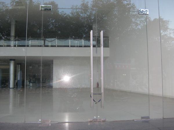 Cửa kính cường lực MV - 15
